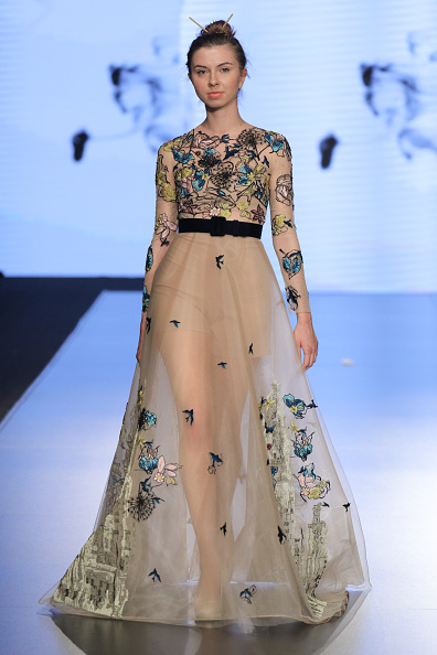 Round Neckline「Jordan Fashion Week 019 - Mais Al Fatleh」:写真・画像(8)[壁紙.com]