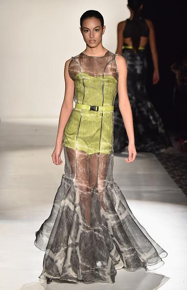 Round Neckline「Designers' Collective - Runway - Mercedes-Benz Fashion Week Fall 2015」:写真・画像(5)[壁紙.com]