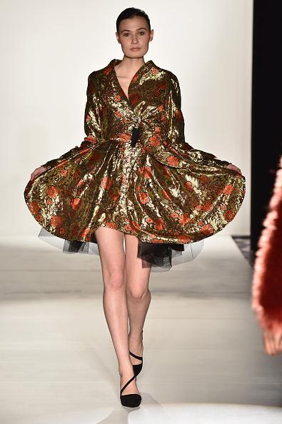 Metallic Dress「Designers' Collective - Runway - Mercedes-Benz Fashion Week Fall 2015」:写真・画像(17)[壁紙.com]