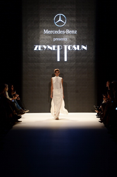 Ian Gavan「Mercedes-Benz Presents Zeynep Tosun - Runway - MBFWI S/S 2014 Presented By American Express」:写真・画像(15)[壁紙.com]