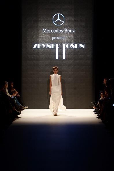 Ian Gavan「Mercedes-Benz Presents Zeynep Tosun - Runway - MBFWI S/S 2014 Presented By American Express」:写真・画像(14)[壁紙.com]