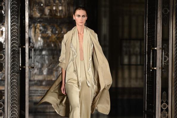 Ian Gavan「Zeynep Tosun - Runway: London Fashion Week SS14」:写真・画像(0)[壁紙.com]