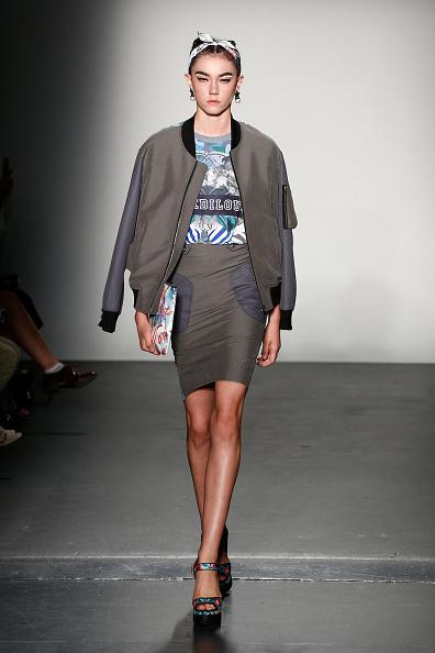 Gray Skirt「Concept Korea - Runway - September 2016 - New York Fashion Week: The Shows」:写真・画像(7)[壁紙.com]
