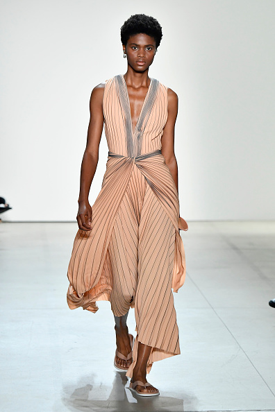 Thong「Dion Lee - Runway - September 2017 - New York Fashion Week: The Shows」:写真・画像(14)[壁紙.com]