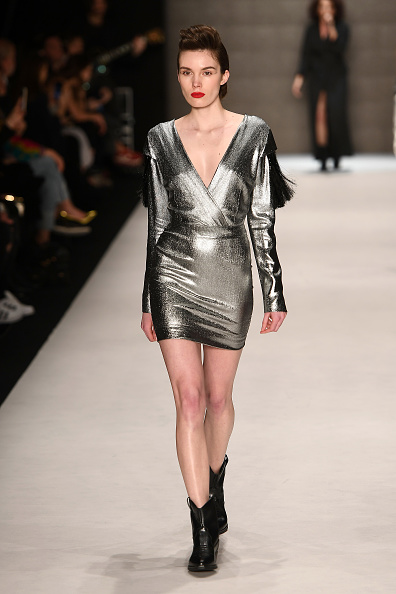 Silver Dress「Belma Ozdemir - Runway - Mercedes Benz Fashion Week Istanbul - March 2018」:写真・画像(9)[壁紙.com]