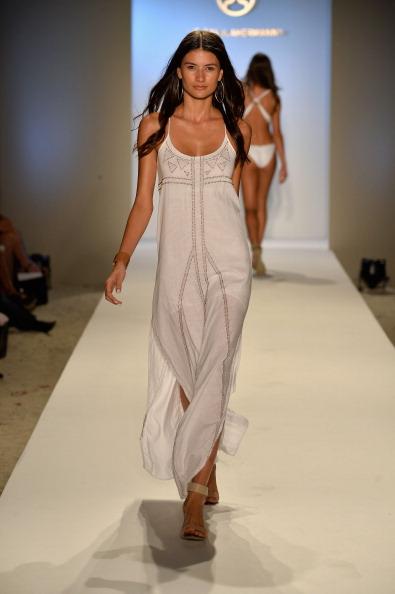 Hoop Earring「ViX Paula Hermanny At Mercedes-Benz Fashion Week Swim 2014- Runway」:写真・画像(9)[壁紙.com]
