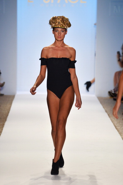 Focus On Foreground「L*Space By Monica Wise - Mercedes-Benz Fashion Week Swim 2014 - Runway」:写真・画像(5)[壁紙.com]