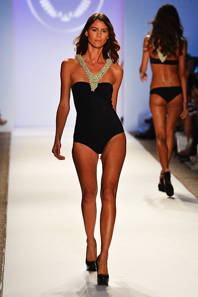 Halter Top「Mercedes-Benz Fashion Week Swim 2013 Official Coverage - Runway Day 5」:写真・画像(18)[壁紙.com]