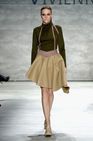 Two-Toned Dress「Vivienne Hu - Runway - Mercedes-Benz Fashion Week Fall 2015」:写真・画像(13)[壁紙.com]