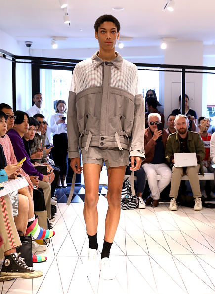 London Fashion Week「Chalayan - Runway - LFWM June 2017」:写真・画像(17)[壁紙.com]