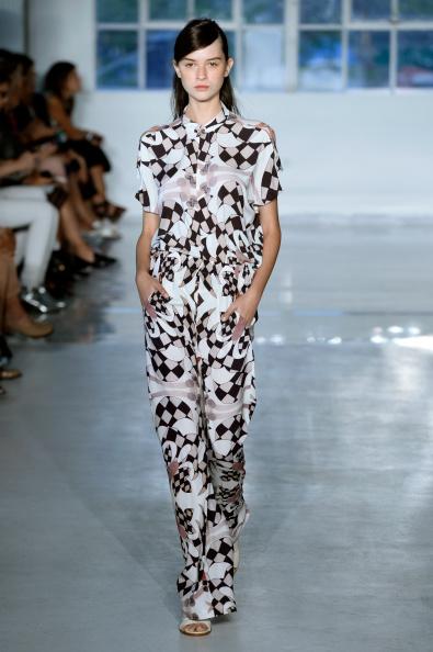 Fernanda Calfat「Zero + Maria Cornejo - Runway - Mercedes-Benz Fashion Week Spring 2015」:写真・画像(4)[壁紙.com]