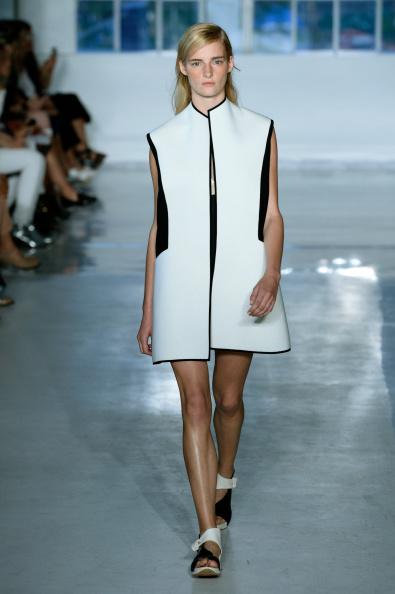 Fernanda Calfat「Zero + Maria Cornejo - Runway - Mercedes-Benz Fashion Week Spring 2015」:写真・画像(5)[壁紙.com]
