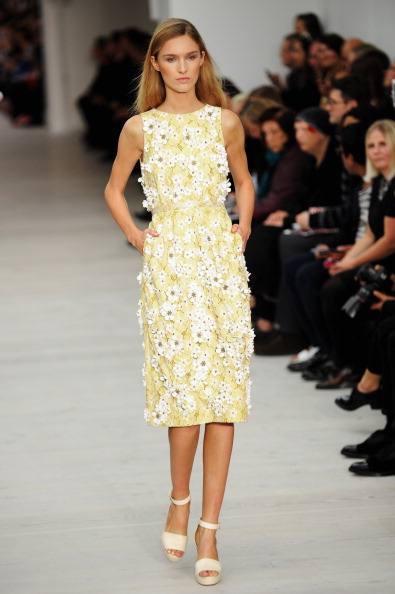 Knee Length「Matthew Williamson - Runway: London Fashion Week SS14」:写真・画像(5)[壁紙.com]