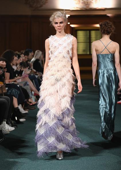 London Fashion Week「Huishan Zhang - Runway - LFW February 2017」:写真・画像(15)[壁紙.com]