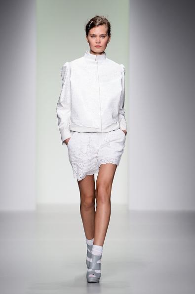 White Shorts「Bora Aksu - Runway: London Fashion Week SS14」:写真・画像(18)[壁紙.com]