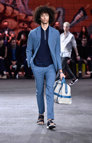 Oversized Purse「Hermes: Dwtwn Men - s/s17 Runway Show」:写真・画像(18)[壁紙.com]