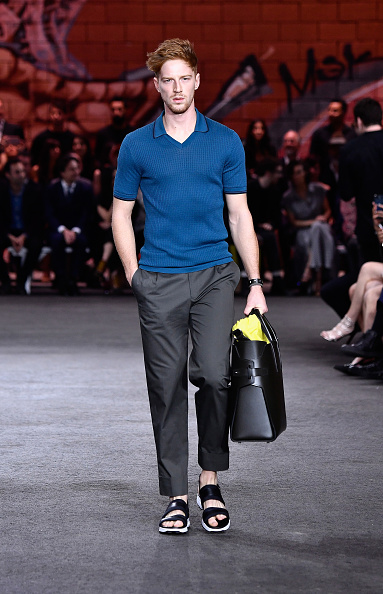 Oversized Purse「Hermes: Dwtwn Men - s/s17 Runway Show」:写真・画像(17)[壁紙.com]
