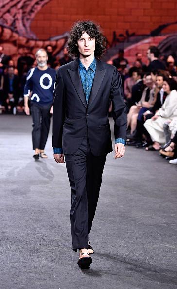 Black Suit「Hermes: Dwtwn Men - s/s17 Runway Show」:写真・画像(13)[壁紙.com]