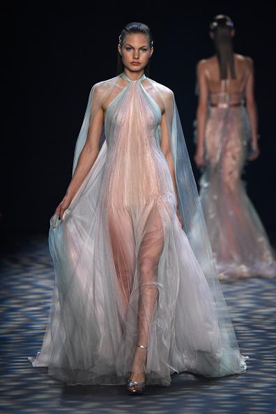 Sheer Fabric「Marchesa - Runway - September 2016 - New York Fashion Week: The Shows」:写真・画像(3)[壁紙.com]