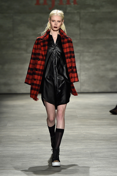 Tartan check「IIJIN - Runway - Mercedes-Benz Fashion Week Fall 2015」:写真・画像(14)[壁紙.com]