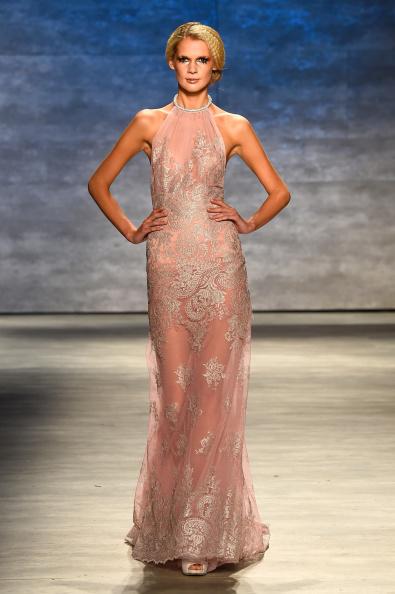 Crimped Hair「Venexiana - Runway - Mercedes-Benz Fashion Week Spring 2015」:写真・画像(15)[壁紙.com]