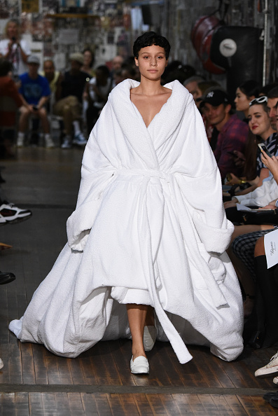 Coat - Garment「Vaquera - Runway - September 2017 - New York Fashion Week」:写真・画像(4)[壁紙.com]