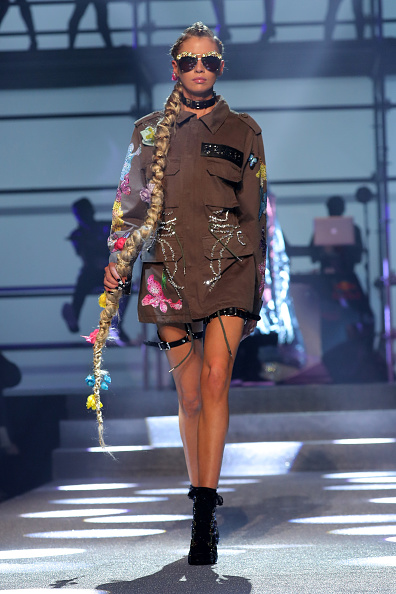 Brown Jacket「Philipp Plein - Runway - September 2017 - New York Fashion Week: The Shows」:写真・画像(17)[壁紙.com]