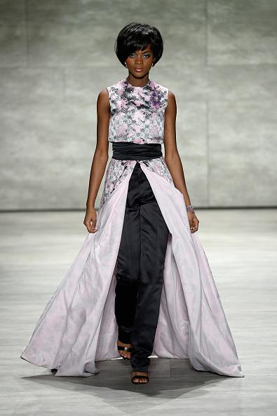 Dress Over Pants「Malan Breton - Runway - Mercedes-Benz Fashion Week Fall 2015」:写真・画像(16)[壁紙.com]