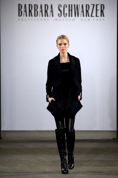 Dress Over Pants「Barbara Schwarzer Fashion Show」:写真・画像(15)[壁紙.com]