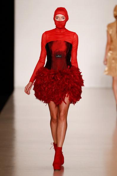 Selective Focus「Carmen Emanuela Popa : Mercedes-Benz Fashion Week Russia S/S 2014」:写真・画像(12)[壁紙.com]