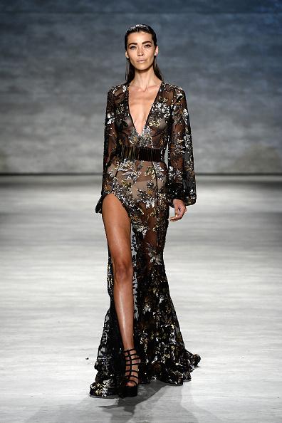Thigh High Slit「Michael Costello - Runway - Mercedes-Benz Fashion Week Spring 2015」:写真・画像(16)[壁紙.com]