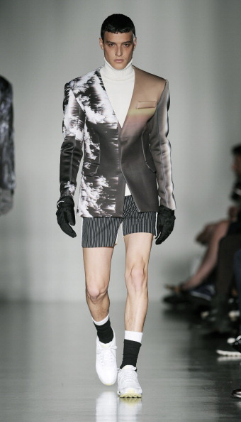 Striped Shorts「Kay Kwok Presented By GQ China: Runway - London Collections: Men AW14」:写真・画像(2)[壁紙.com]