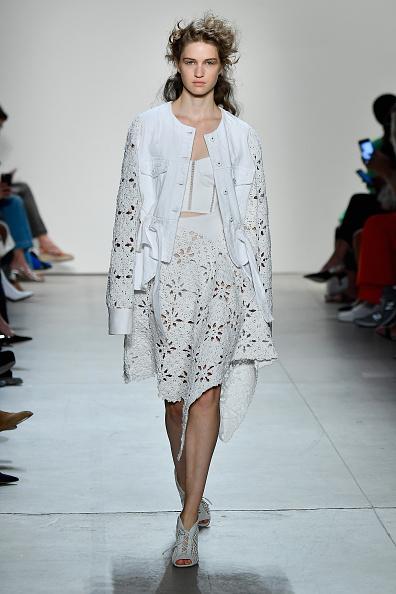 Fully Unbuttoned「Jonathan Simkhai - Runway - September 2017 - New York Fashion Week: The Shows」:写真・画像(18)[壁紙.com]