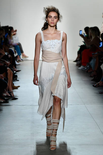 Jonathan Simkhai - Runway - September 2017 - New York Fashion Week: The Shows:ニュース(壁紙.com)