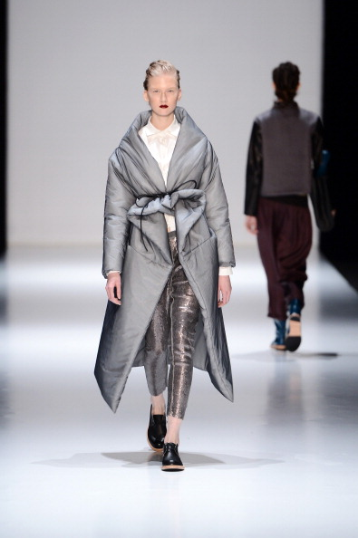 Silver Colored「Julia Nikolaeva - Runway - MBFWR F/W 2013」:写真・画像(15)[壁紙.com]