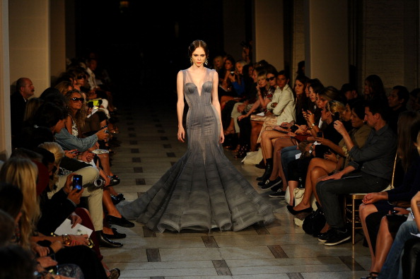 Larry Busacca「Zac Posen - Runway - Spring 2012 Mercedes-Benz Fashion Week」:写真・画像(3)[壁紙.com]