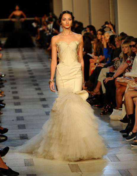 Avery Fisher Hall「Zac Posen - Runway - Spring 2012 Mercedes-Benz Fashion Week」:写真・画像(7)[壁紙.com]