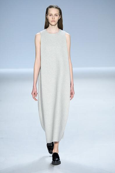 Sleeveless「Taoray Wang - Runway - Mercedes-Benz Fashion Week Fall 2015」:写真・画像(19)[壁紙.com]