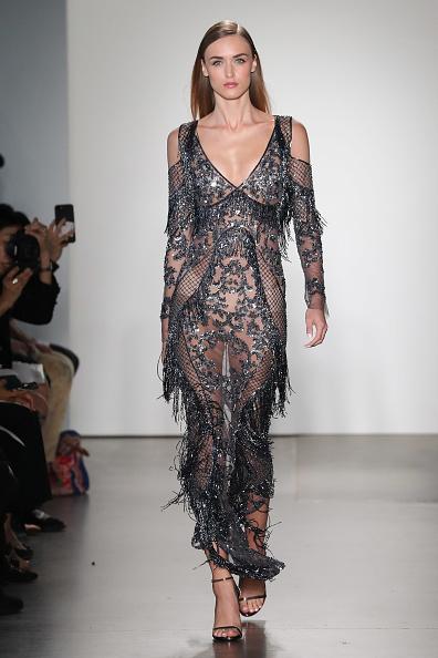Embellished Dress「Pamella Roland - Runway - September 2017 - New York Fashion Week」:写真・画像(1)[壁紙.com]