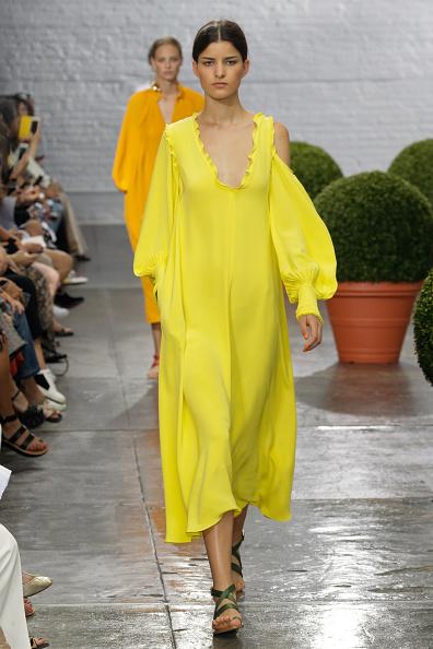 Yellow Dress「Tibi - Runway - September 2016 - New York Fashion Week」:写真・画像(17)[壁紙.com]