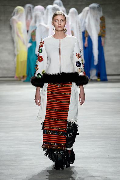Art and Craft Product「Dorin Negrau - Runway - Mercedes-Benz Fashion Week Fall 2015」:写真・画像(15)[壁紙.com]