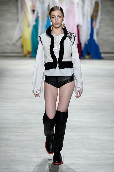 Personal Accessory「Dorin Negrau - Runway - Mercedes-Benz Fashion Week Fall 2015」:写真・画像(14)[壁紙.com]