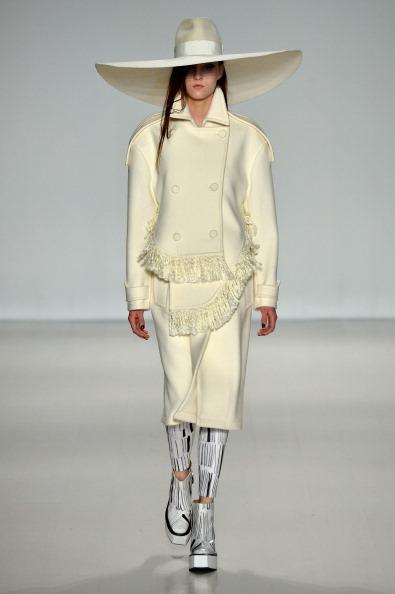 Silver Shoe「Concept Korea - Runway - Mercedes-Benz Fashion Week Fall 2014」:写真・画像(11)[壁紙.com]