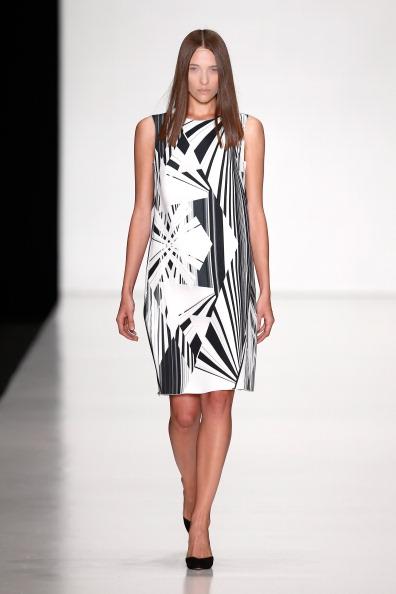 Sleeveless「TEGIN : Mercedes-Benz Fashion Week Russia S/S 2014」:写真・画像(3)[壁紙.com]