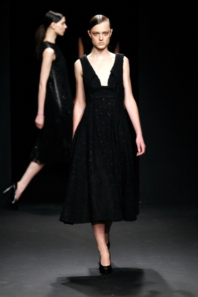 Sleeveless Dress「Mercedes-Benz Fashion Week Fall 2012 - Official Coverage - Best Of Runway Day 8」:写真・画像(13)[壁紙.com]