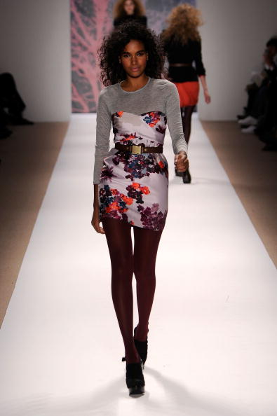 Bryant Park「Mercedes-Benz Fashion Week Fall 2010 - Official Coverage - Runway - Day 6」:写真・画像(15)[壁紙.com]