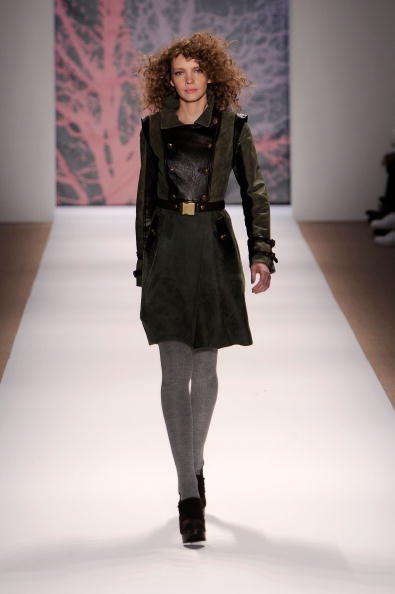 Bryant Park「Mercedes-Benz Fashion Week Fall 2010 - Official Coverage - Runway - Day 6」:写真・画像(16)[壁紙.com]