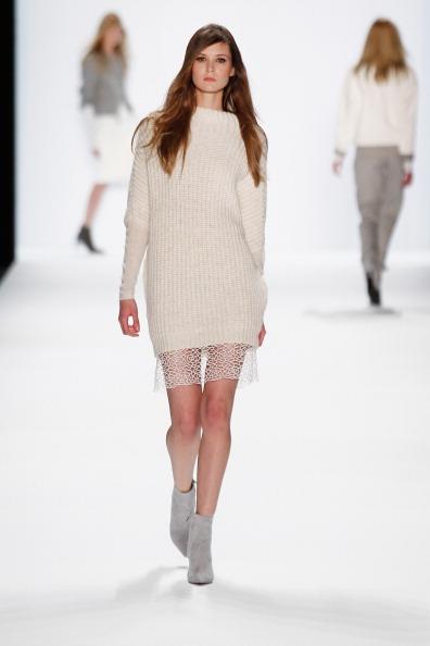 ロングヘア「Riani Show - Mercedes-Benz Fashion Week Autumn/Winter 2014/15」:写真・画像(6)[壁紙.com]