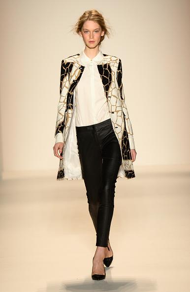 Black Color「Rachel Zoe - Runway - Mercedes-Benz Fashion Week Spring 2014」:写真・画像(19)[壁紙.com]