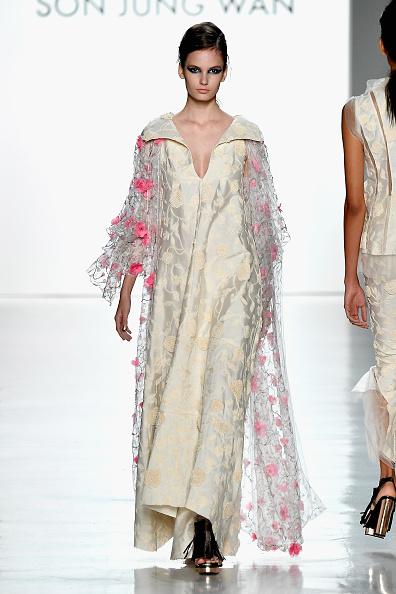 Cream Colored「Son Jung Wan - Runway - September 2017 - New York Fashion Week: The Shows」:写真・画像(14)[壁紙.com]